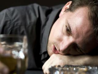 алкогольная интоксикация вызывает