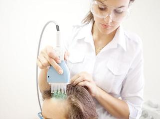 Псориаз на голове: как лечить медикаментами и народными средствами