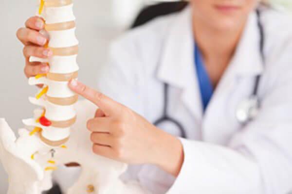 Остеохондроз позвоночника у взрослых: симптомы и методы его лечения