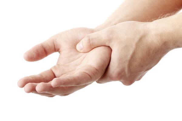 Шишка на кисти (запястье) руки: почему появляется и как лечить различными методами