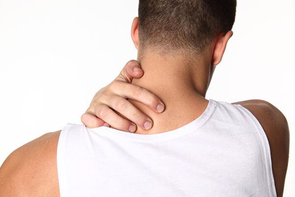 Боль в шее у мужчин