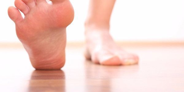 Ноги сильно потеют и пахнут: что делать в домашних условиях