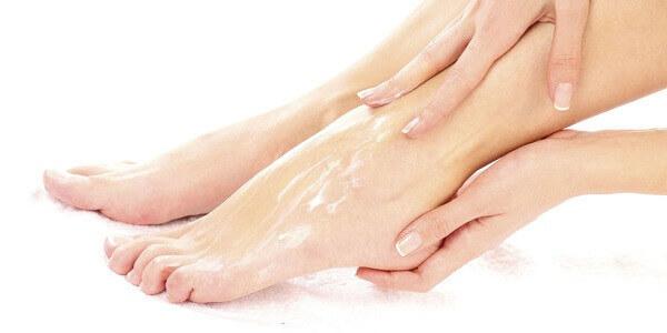 Пахнут ноги и обувь: что делать и как бороться с проблемой различными способами