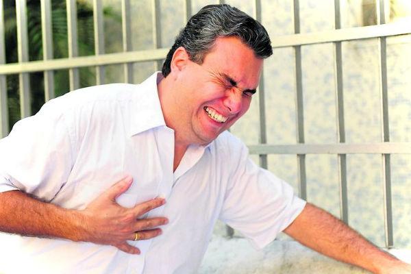 Симптомы микроинфаркта у мужчины: три группы признаков