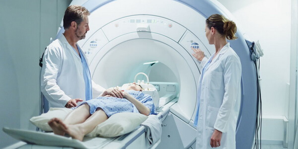 Давящая боль в голове: причины развития, характерные симптомы и рецепты народного лечения сдавливающей головной боли