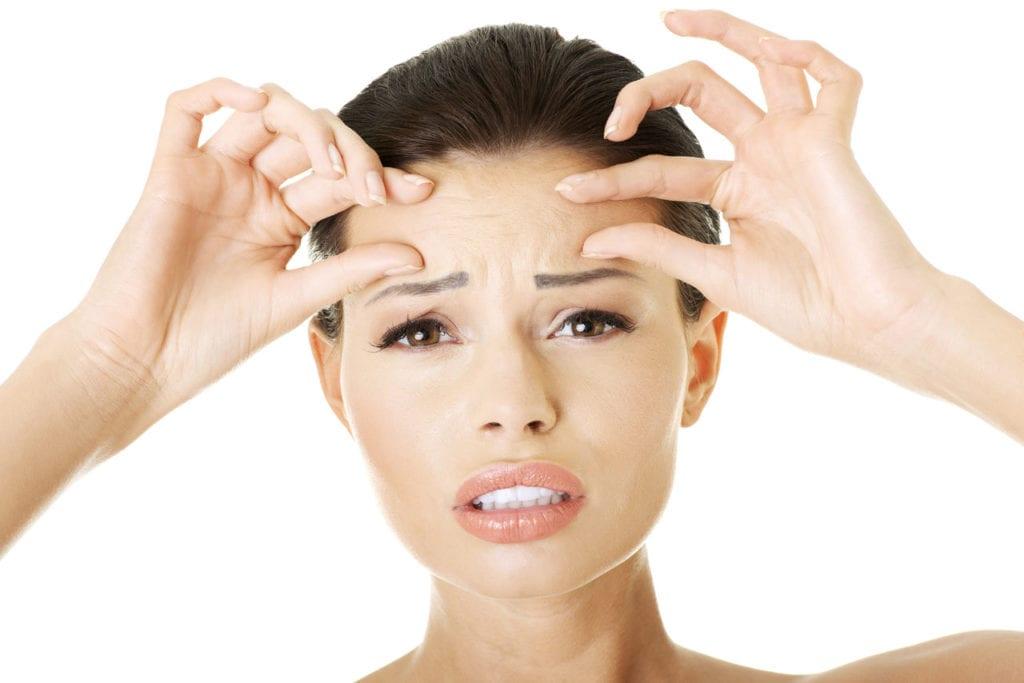 Как убрать межбровную морщину с помощью косметологических процедур и домашних средств