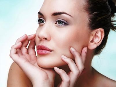 Как избавиться от отеков на лице различными методами, в том числе и при помощи салонных процедур