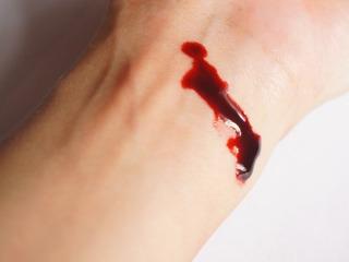 По каким сосудам перемещается более темная кровь